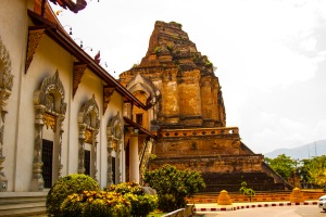 Wat Chedi Luang behind one of the many beautiful temples in Chiang Mai.
